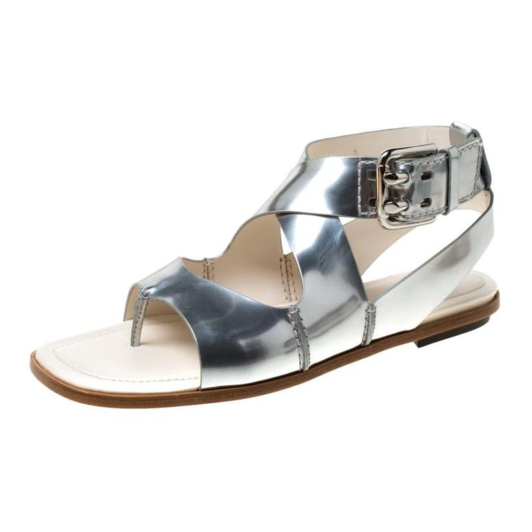 Tod's Metallic Silver Leather Cross Strap Flat Sandals Size 38.5 For Sale