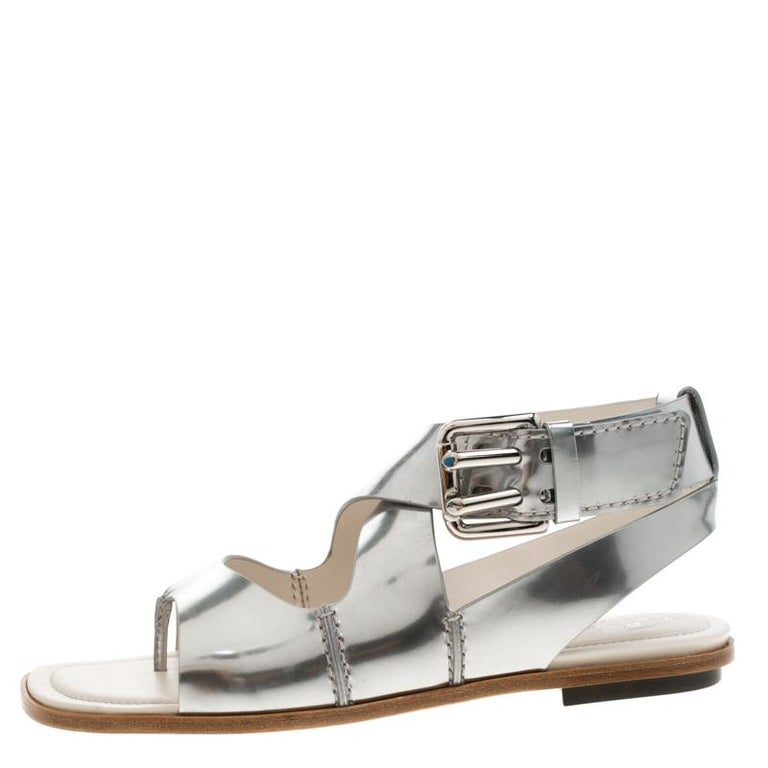Tod's Metallic Silver Leather Flat Sandals Size 38.5 For Sale 1