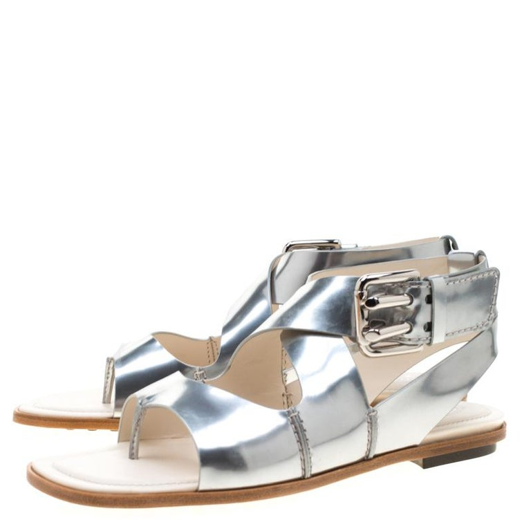Tod's Metallic Silver Leather Flat Sandals Size 38.5 For Sale 2