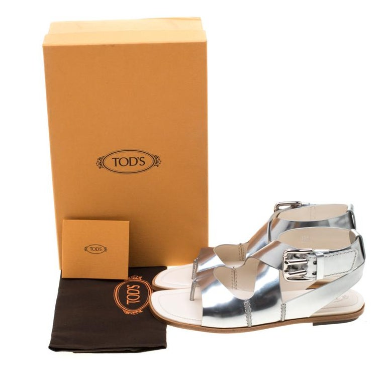 Tod's Metallic Silver Leather Flat Sandals Size 38.5 For Sale 4