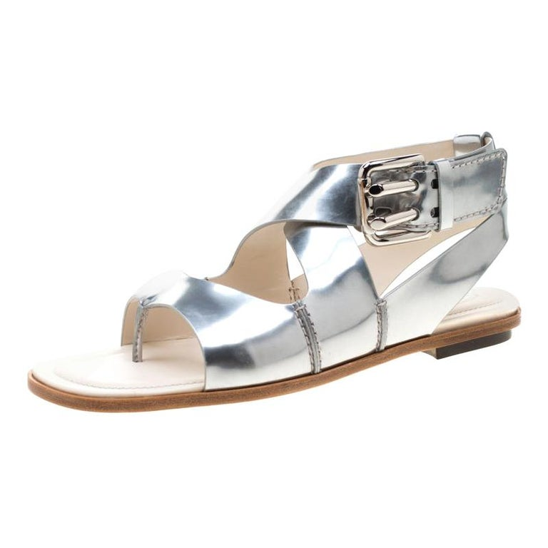 Tod's Metallic Silver Leather Flat Sandals Size 38.5 For Sale