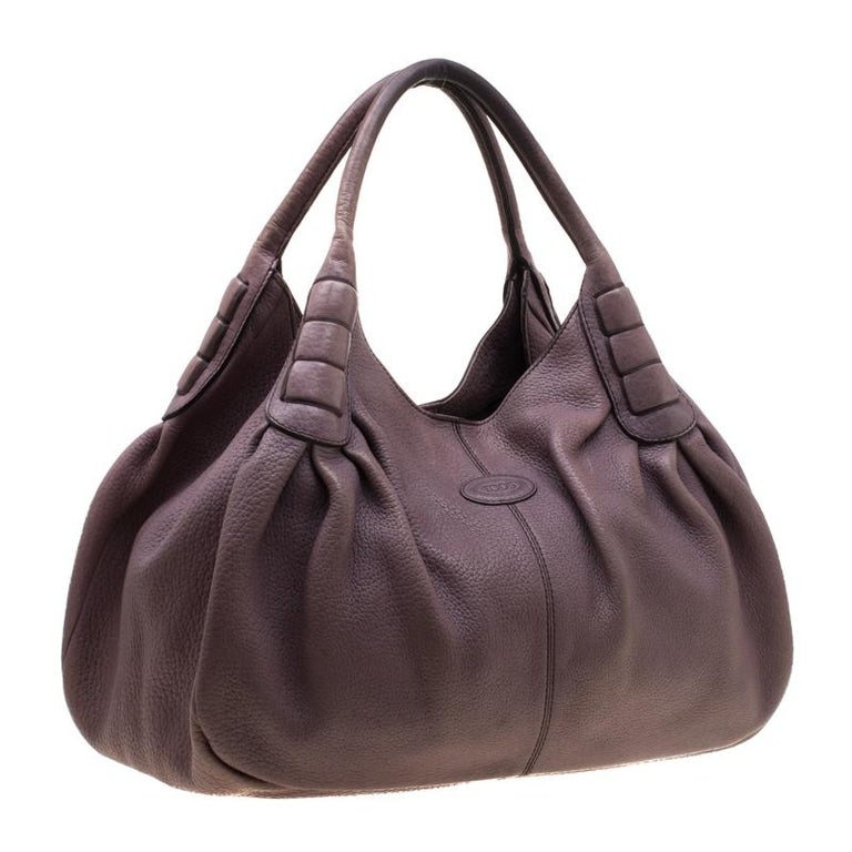 Tod's Purple Leather Ivy Sacca Media Hobo In Excellent Condition For Sale In Dubai, Al Qouz 2