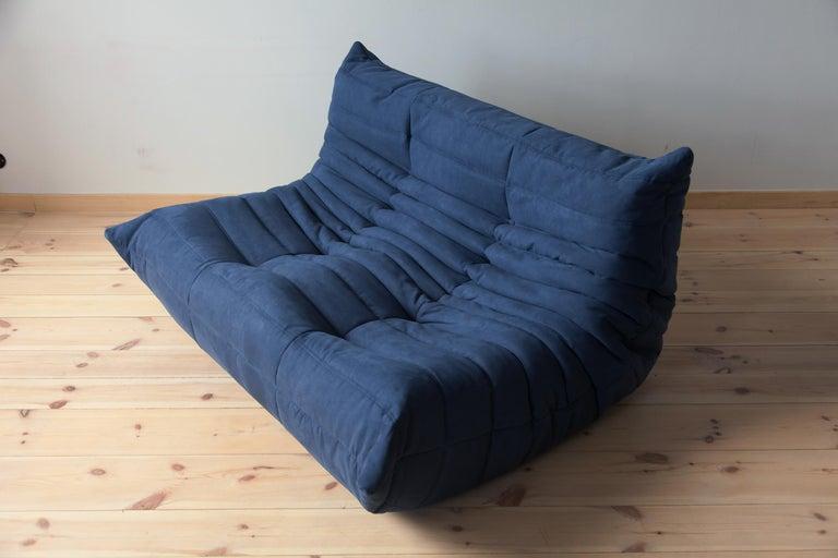 Mid-Century Modern Togo 2-Seat Sofa in Dark Blue Microfibre by Michel Ducaroy for Ligne Roset For Sale
