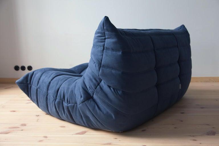 Togo 2-Seat Sofa in Dark Blue Microfibre by Michel Ducaroy for Ligne Roset In Good Condition For Sale In Berlin, DE