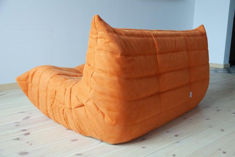 Togo 2-Seat Sofa in Orange Microfibre by Michel Ducaroy for Ligne Roset In Excellent Condition For Sale In Berlin, DE