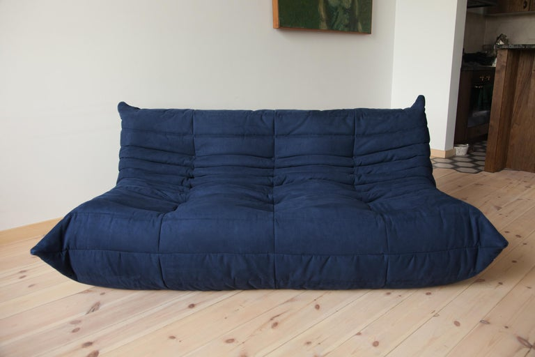 This Togo three-seat sofa was designed by Michel Ducaroy in the 1970s and was manufactured by Ligne Roset in France. It has been reupholstered in new dark blue microfibre (70 x 172 x 104 cm). It has the original Ligne Roset logo and genuine Ligne