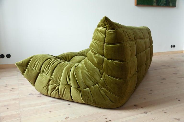 Togo 3-Seat Sofa in Green Velvet by Michel Ducaroy for Ligne Roset In Excellent Condition For Sale In Berlin, DE