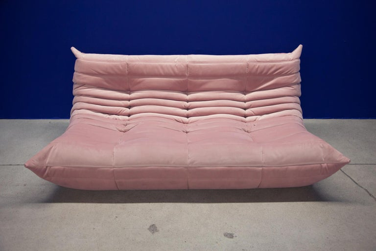 This Togo three-seat sofa was designed by Michel Ducaroy in 1973 and was manufactured by Ligne Roset in France. It has been reupholstered in new pink velvet (70 x 174 x 102 cm). It has the original Ligne Roset logo and genuine Ligne Roset bottom.