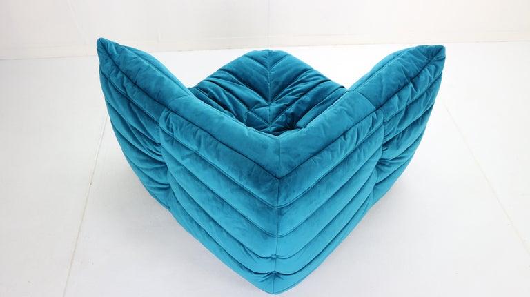 Togo Corner Lounge Chair by Michel Ducaroy for Ligne Roset in Blue Velvet, 1973 For Sale 7