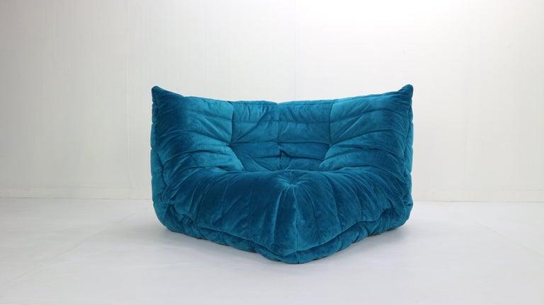 Mid-Century Modern Togo Corner Lounge Chair by Michel Ducaroy for Ligne Roset in Blue Velvet, 1973 For Sale