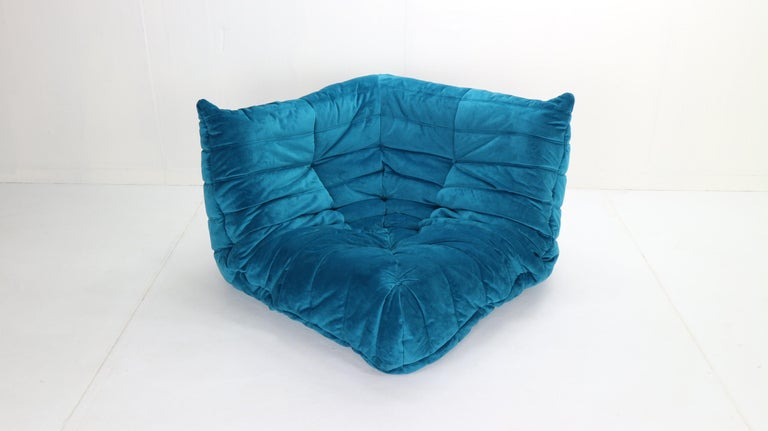 Togo Corner Lounge Chair by Michel Ducaroy for Ligne Roset in Blue Velvet, 1973 In Good Condition For Sale In The Hague, NL