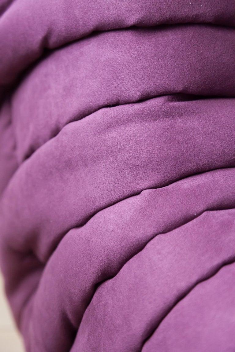 Togo Longue Chair in Aubergine/Purple Microfibre by Michel Ducaroy, Ligne Roset For Sale 5