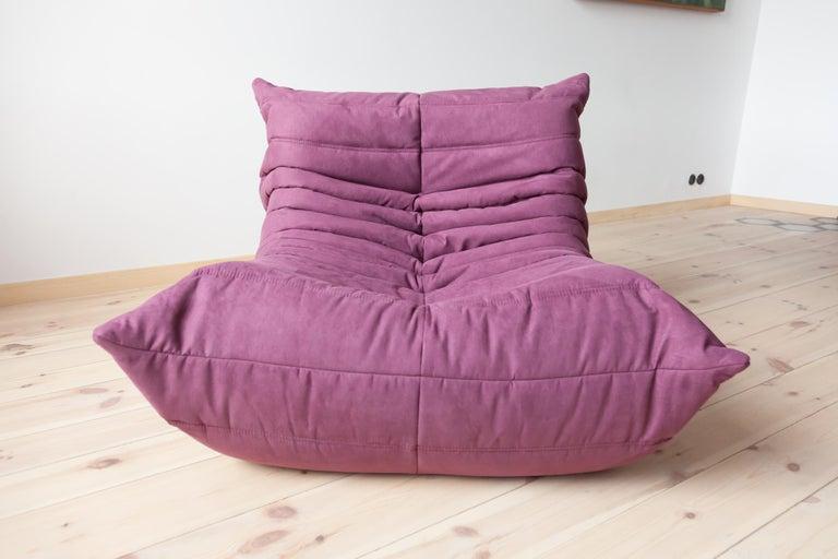 Mid-Century Modern Togo Longue Chair in Aubergine/Purple Microfibre by Michel Ducaroy, Ligne Roset For Sale