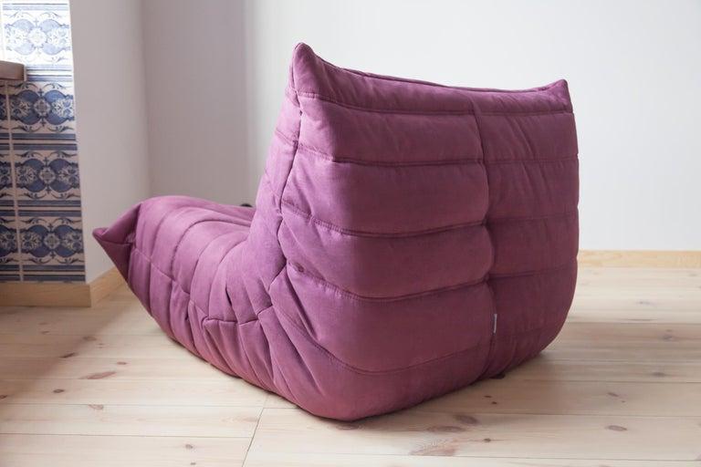 Togo Longue Chair in Aubergine/Purple Microfibre by Michel Ducaroy, Ligne Roset In Good Condition For Sale In Berlin, DE
