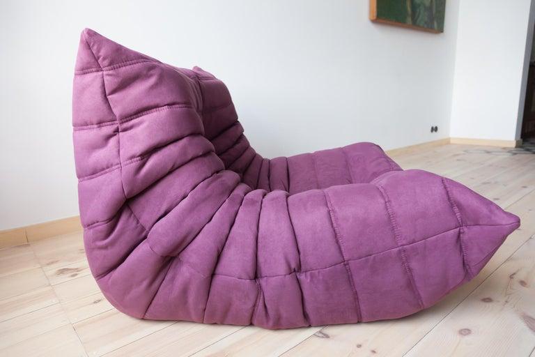 Togo Longue Chair in Aubergine/Purple Microfibre by Michel Ducaroy, Ligne Roset For Sale 1
