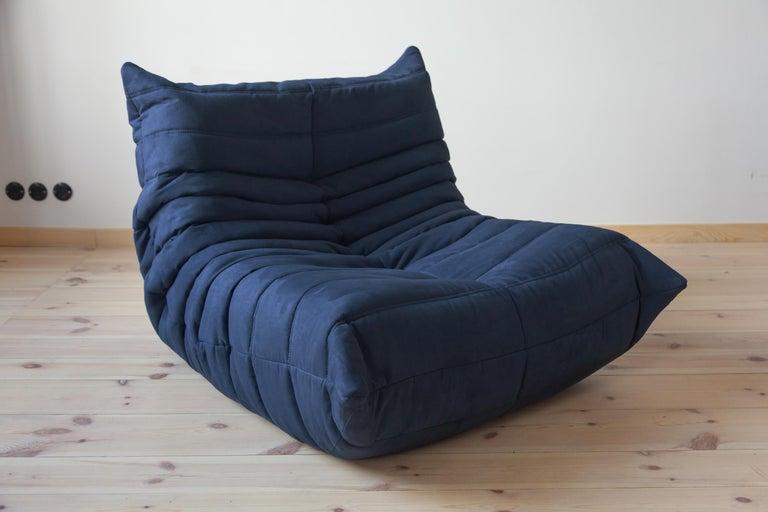 Togo Longue Chair in Dark Blue Microfibre by Michel Ducaroy, Ligne Roset For Sale 3