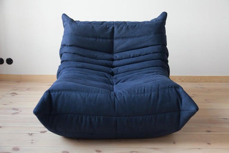 Togo Longue Chair in Dark Blue Microfibre by Michel Ducaroy, Ligne Roset For Sale 4