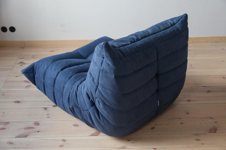 Togo Longue Chair in Dark Blue Microfibre by Michel Ducaroy, Ligne Roset In Good Condition For Sale In Berlin, DE
