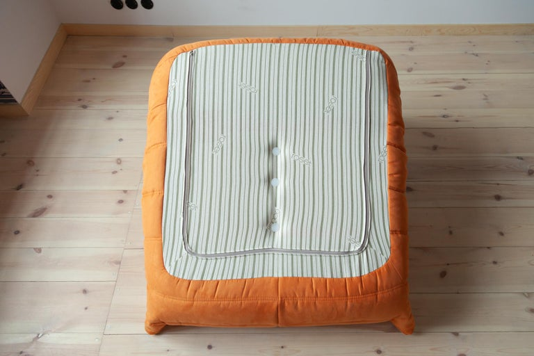 Togo Longue Chair in Orange Microfibre by Michel Ducaroy, Ligne Roset For Sale 4