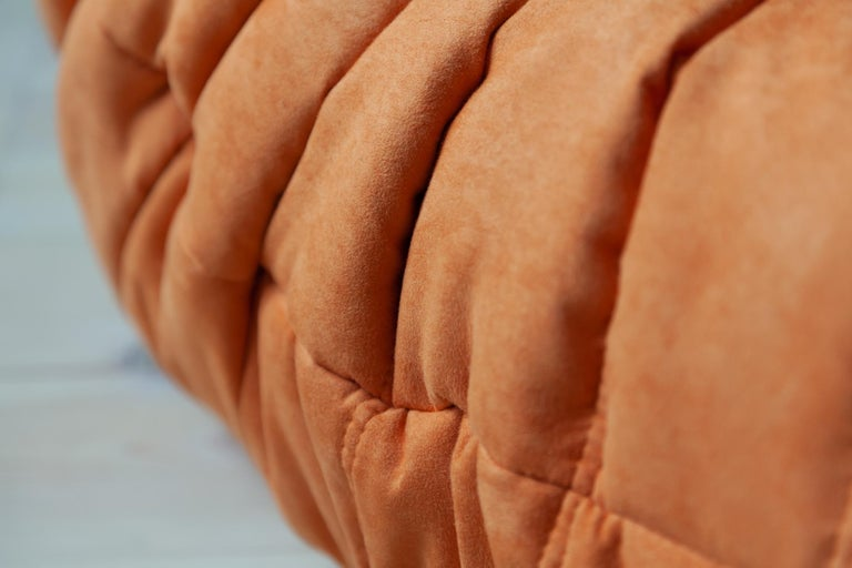 Togo Longue Chair in Orange Microfibre by Michel Ducaroy, Ligne Roset For Sale 8