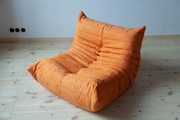 Mid-Century Modern Togo Longue Chair in Orange Microfibre by Michel Ducaroy, Ligne Roset For Sale