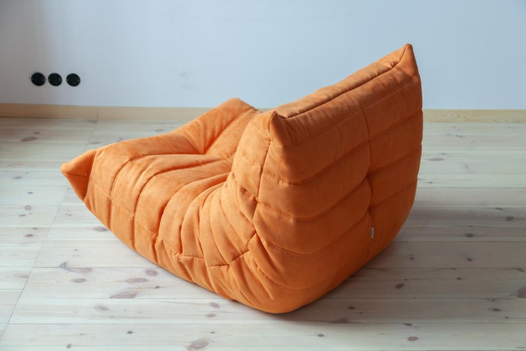 Togo Longue Chair in Orange Microfibre by Michel Ducaroy, Ligne Roset In Excellent Condition For Sale In Berlin, DE