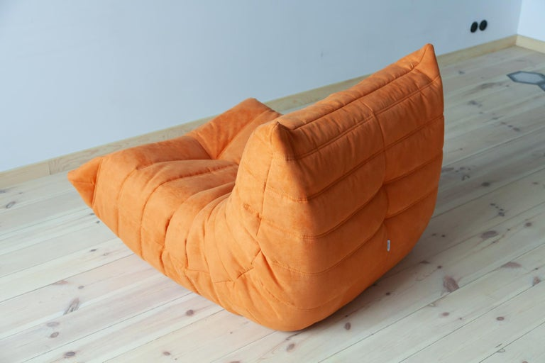 Late 20th Century Togo Longue Chair in Orange Microfibre by Michel Ducaroy, Ligne Roset For Sale
