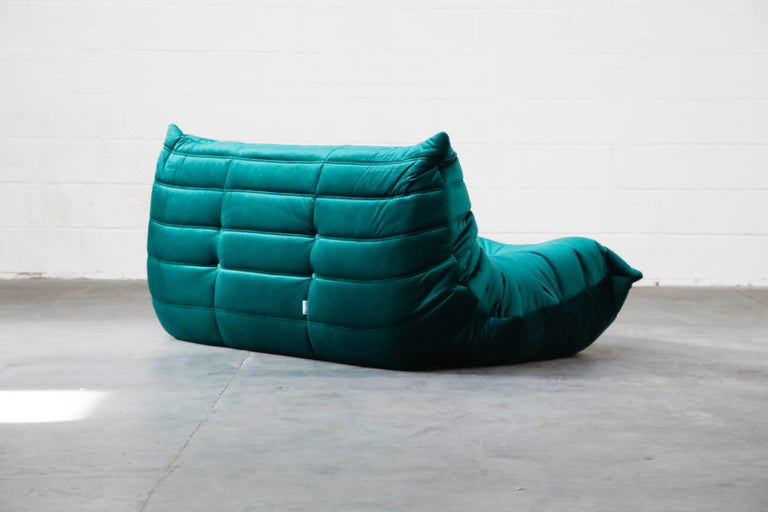 Togo Loveseat by Michel Ducaroy for Ligne Roset in Emerald Green Velvet, Signed For Sale 4