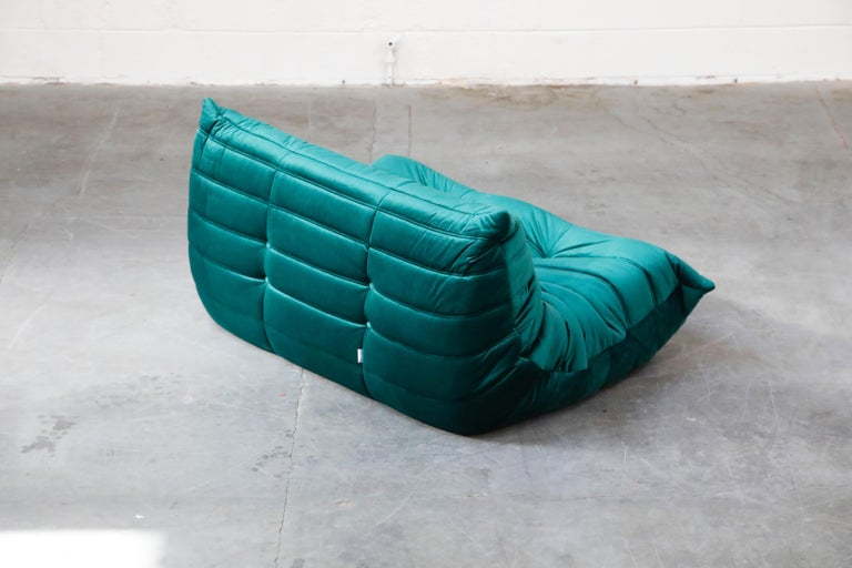 Togo Loveseat by Michel Ducaroy for Ligne Roset in Emerald Green Velvet, Signed For Sale 5