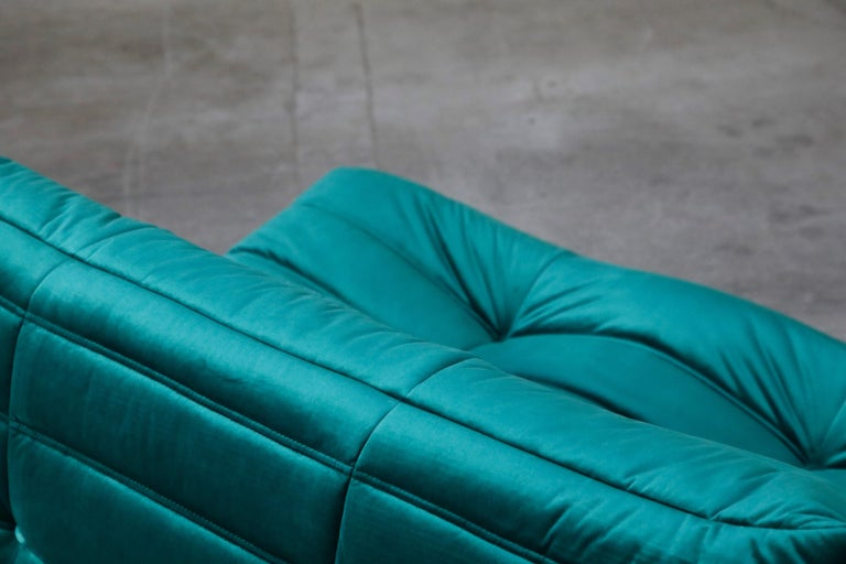 Togo Loveseat by Michel Ducaroy for Ligne Roset in Emerald Green Velvet, Signed For Sale 8