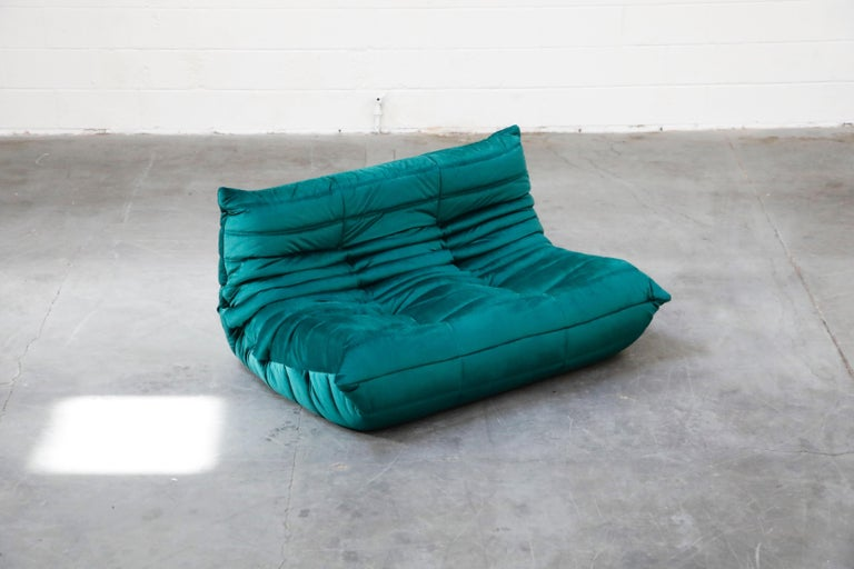 French Togo Loveseat by Michel Ducaroy for Ligne Roset in Emerald Green Velvet, Signed For Sale