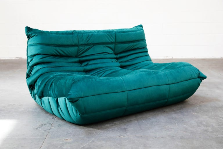 Togo Loveseat by Michel Ducaroy for Ligne Roset in Emerald Green Velvet, Signed In Excellent Condition For Sale In Los Angeles, CA