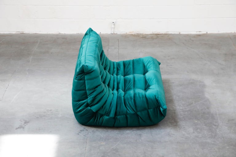 Togo Loveseat by Michel Ducaroy for Ligne Roset in Emerald Green Velvet, Signed For Sale 2