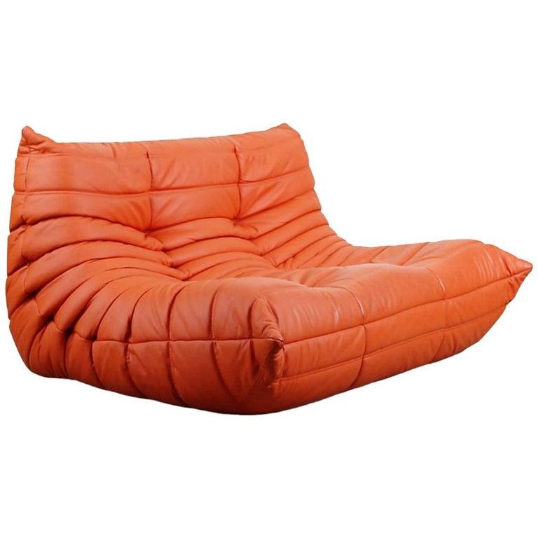 Togo Loveseat Mit Orangefarbenem Lederbezug Von Michel Ducaroy Für