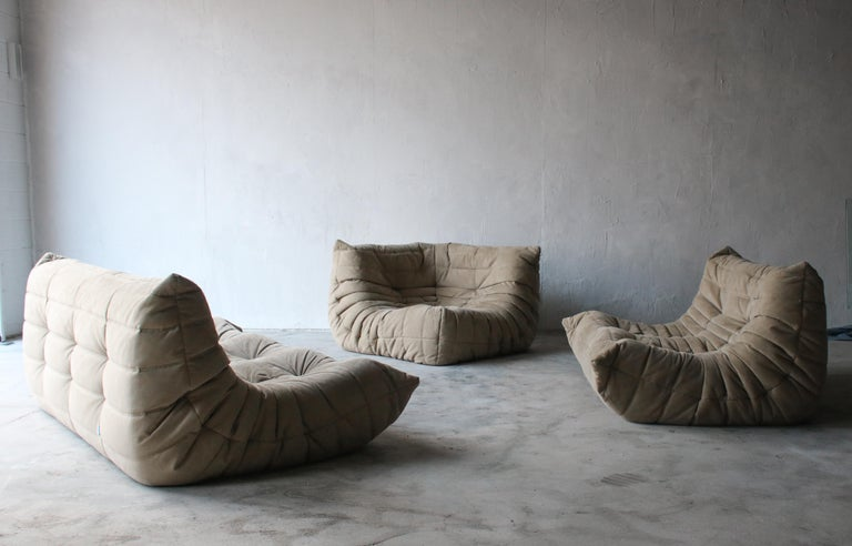 Togo Loveseat Sofa by Ligne Roset In Good Condition For Sale In Las Vegas, NV
