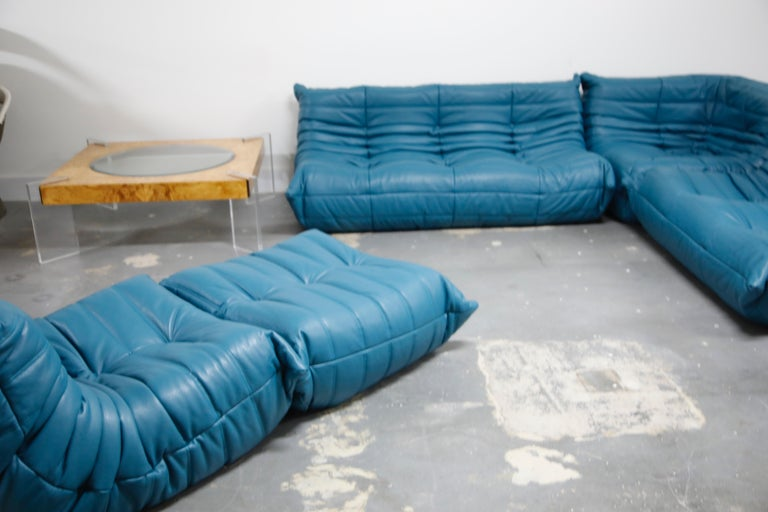 'Togo' Ottoman by Michel Ducaroy for Ligne Roset in Blue Leather For Sale 2