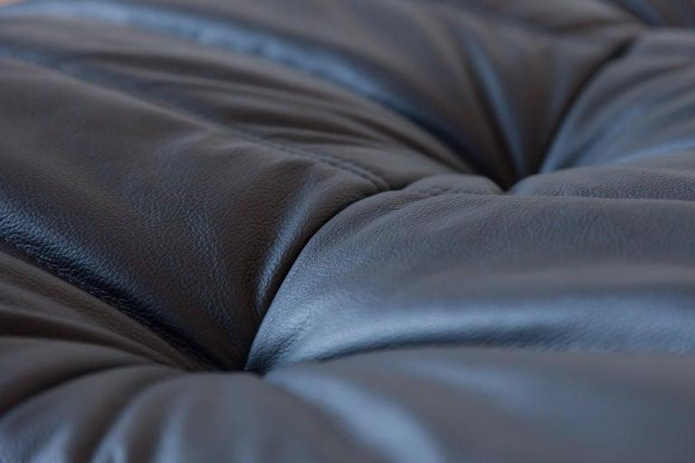 Togo Ottoman in Black Leather by Michel Ducaroy, Ligne Roset In Good Condition For Sale In Berlin, DE