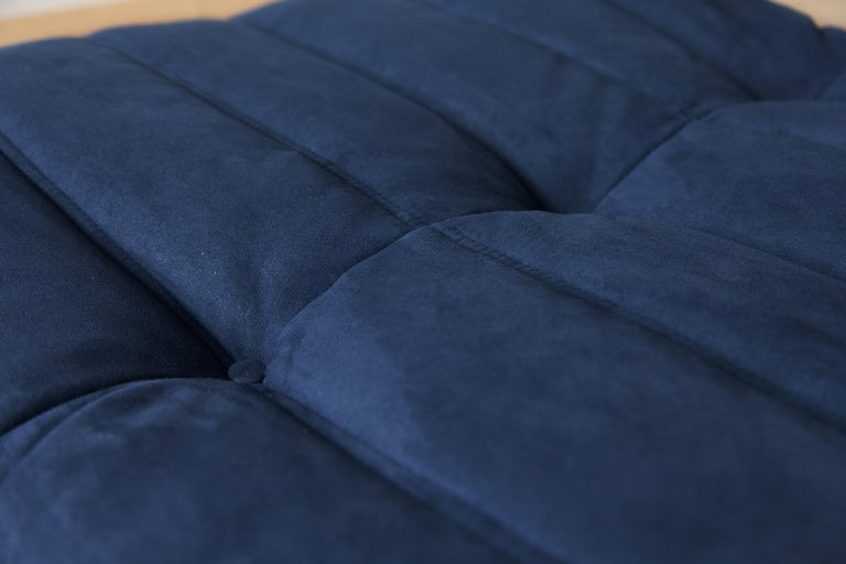 Togo Ottoman in Dark Blue Microfibre by Michel Ducaroy, Ligne Roset In Good Condition For Sale In Berlin, DE