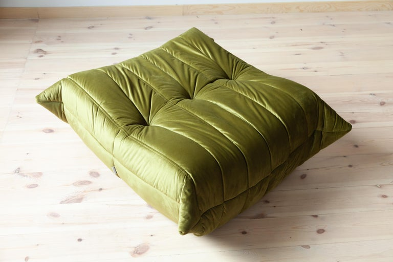 Togo Ottoman in Green Velvet by Michel Ducaroy, Ligne Roset In Excellent Condition For Sale In Berlin, DE