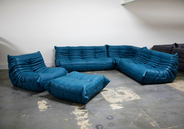 Togo Sectional Five-Piece Set by Michel Ducaroy for Ligne Roset in Blue Leather In Excellent Condition For Sale In Los Angeles, CA