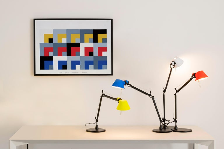 Polished Tolomeo Micro Table Lamp in Black & Coral by Michele de Lucchi & Giancarlo Fassi For Sale