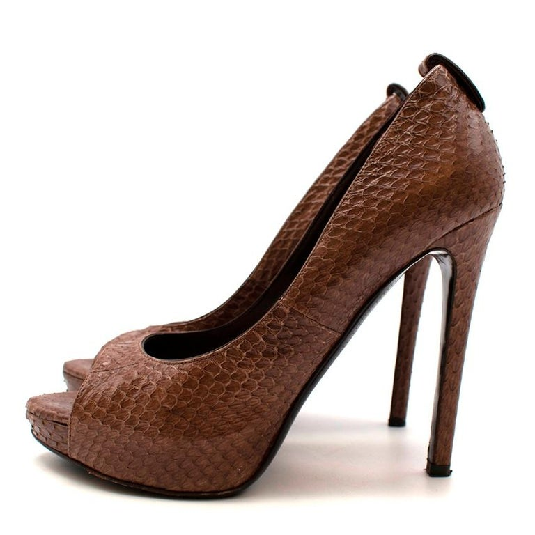 Tom Ford Brown Snakeskin Peep Toe Platform Pumps - 37.5 In Excellent Condition For Sale In London, GB