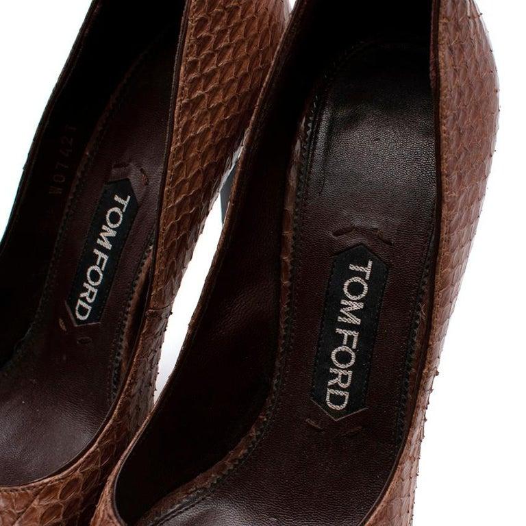 Women's or Men's Tom Ford Brown Snakeskin Peep Toe Platform Pumps - 37.5 For Sale