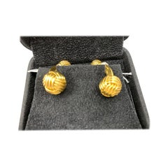 Tom Ford Double-Sided Knot Cuff Link in 18 Karat Yellow Gold