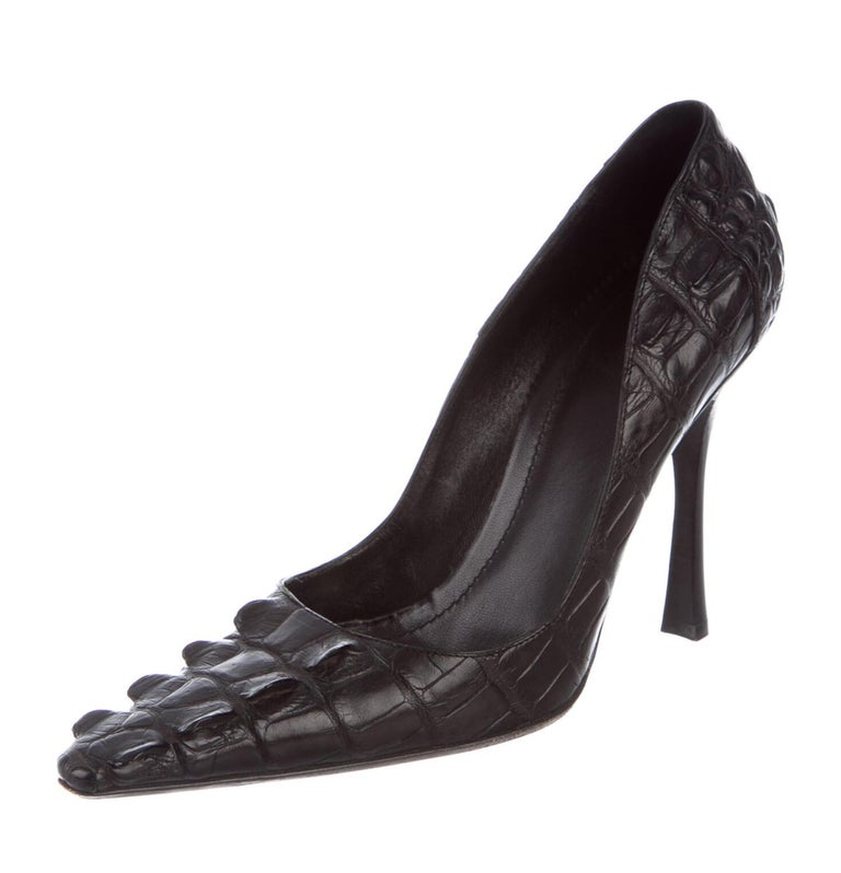 Tom Ford for Gucci Black Crocodile Heels Pumps Designer size - 9 B F/W 2002 Collection Genuine crocodile skin, Leather sole & insole, stacked heels height - 4.5 inches Made in Italy. Excellent condition, comes with the original dust