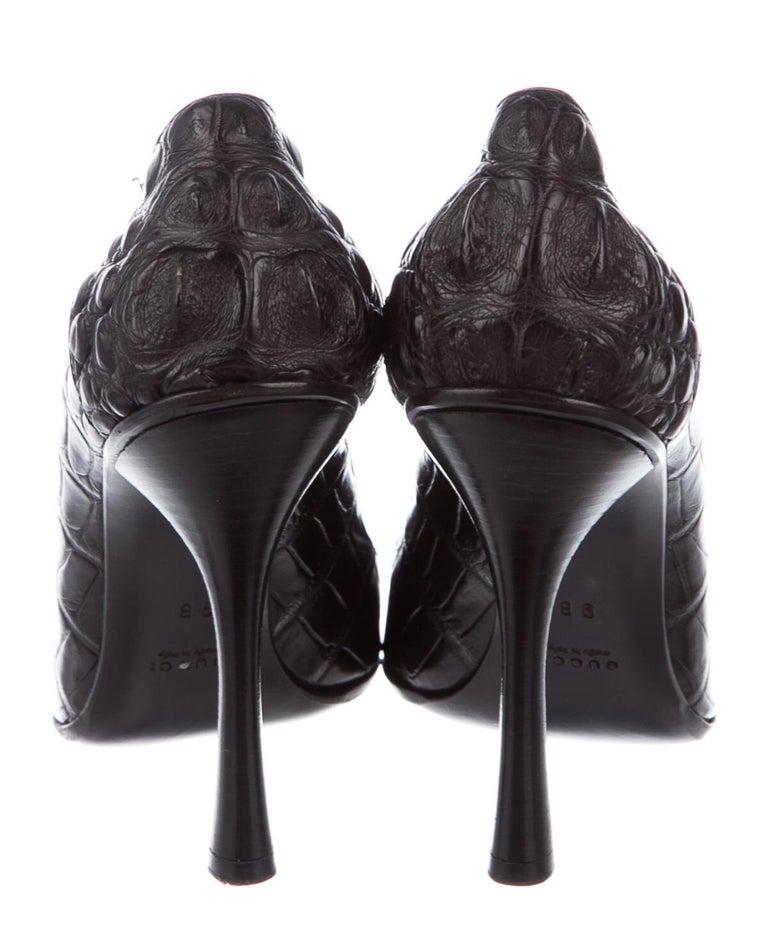 Women's Tom Ford for Gucci F/W 2002 Black Crocodile Shoes Pumps 9 B For Sale