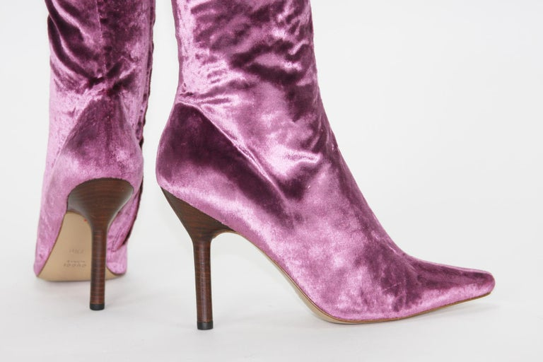 Tom Ford for Gucci Vintage F/W 1999 Pink Velvet Over Knee Boots 7.5 B In New Condition For Sale In Montgomery, TX
