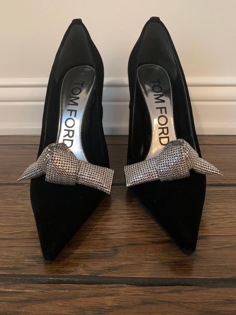 TOM FORD NBW Black Velvet Pumps with Crystal Bow Size 40  For Sale 1