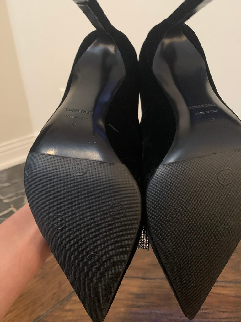 TOM FORD NBW Black Velvet Pumps with Crystal Bow Size 40  For Sale 2