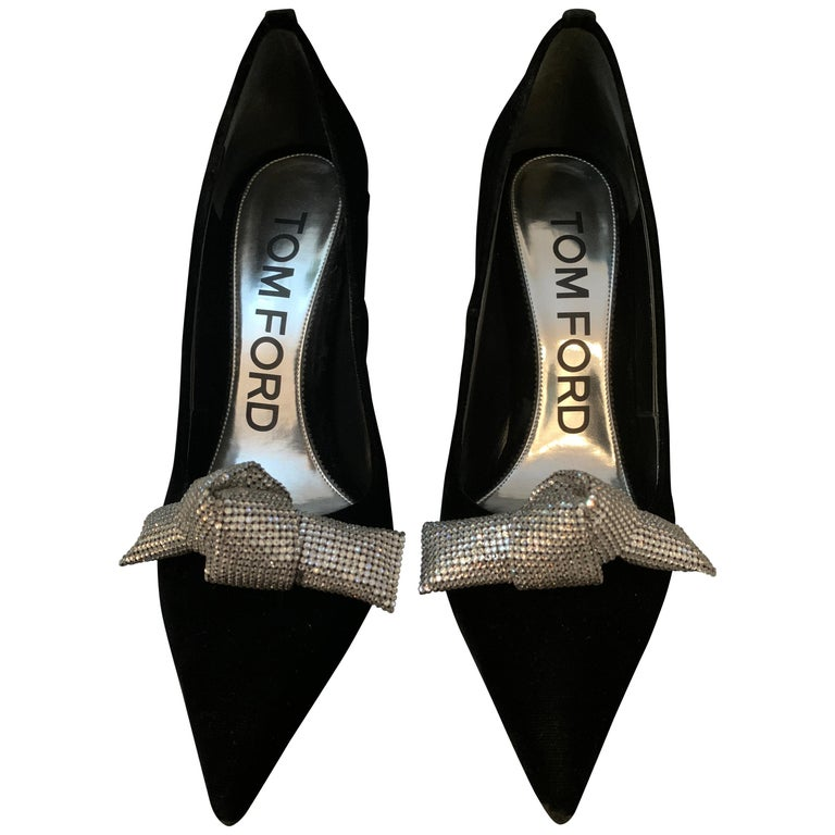 TOM FORD NBW Black Velvet Pumps with Crystal Bow Size 40  For Sale